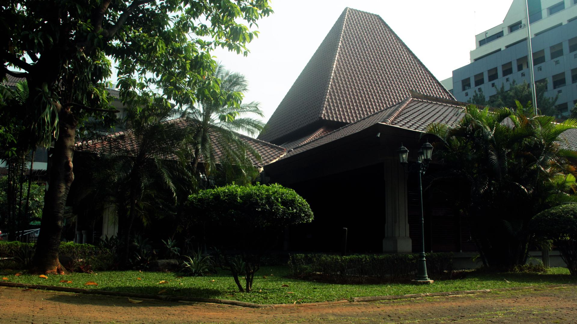 Gereja_sisi1.jpg