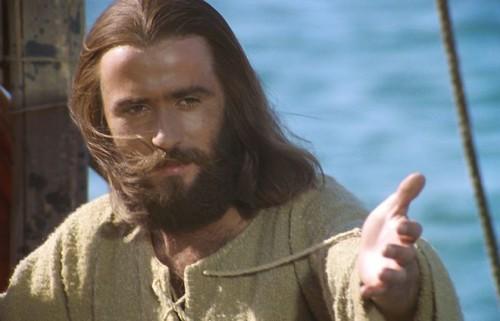 MAKNA YESUS SEBAGAI TOKOH TELADAN DALAM KEMERDEKAAN
